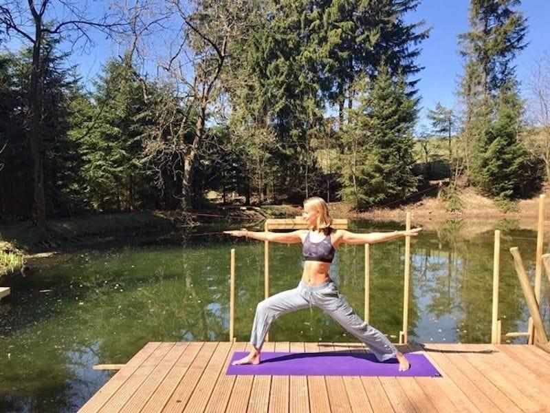 Yoga am Naturschwimmteich im Erzgebirge